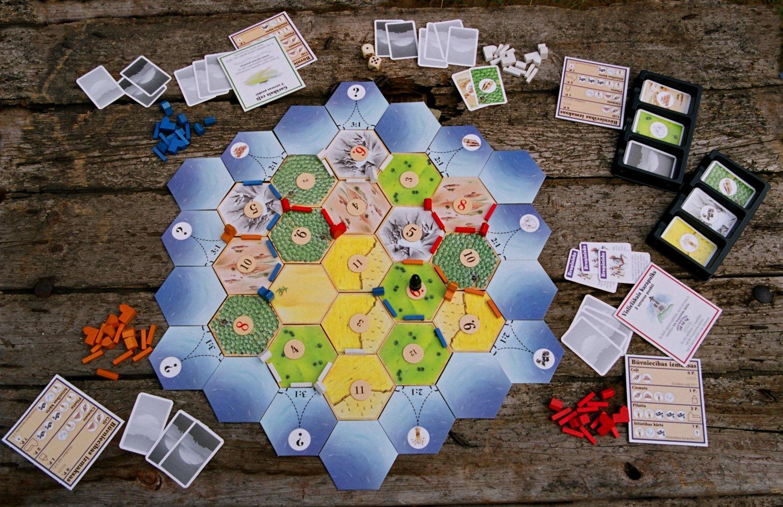 7 labākās galda spēles Tavai ballītei